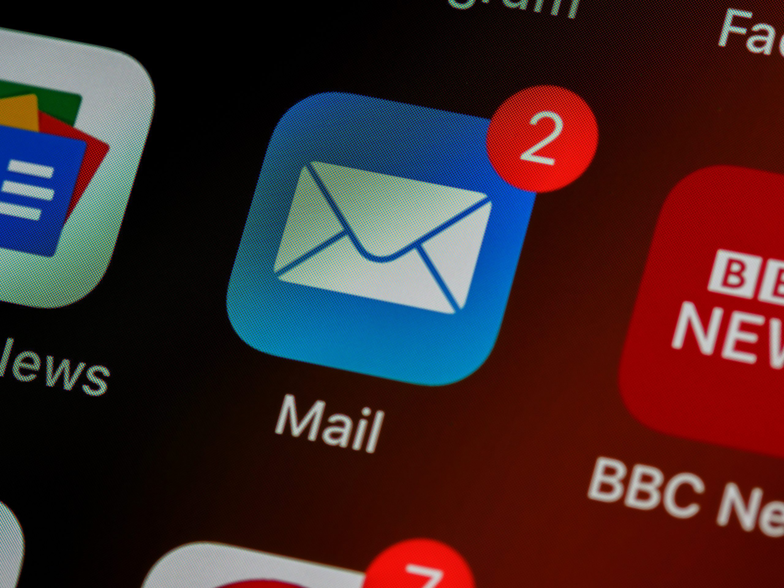 Cold emails to reach B2B targets should be short, coherent and targeted to your audience.